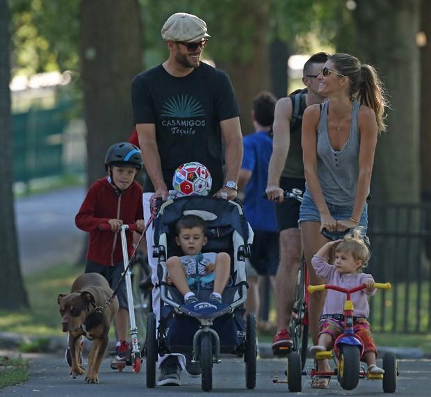 Gisele Bündchen, Tom Brady, Vivian Lake, Benjamin, Jack e Lua (Foto: Splash News/AKM-GSI / AKM-GSI )