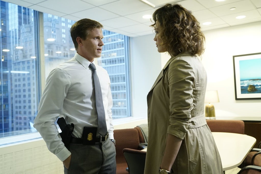 """""""Bom Policial, Mau Policial"""" (8Ep1T) (Foto: Shades of Blue - Universal Channel)"""