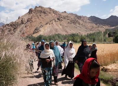 nytimes-afeganistao-mulheres-agricultura (Foto: Reprodução/NYTimes)