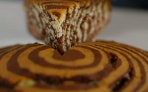 'Lorraine Pascale': Bolo-mármore de chocolate e baunilha