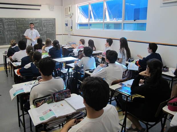 Alunos do ensino fundamental já podem usar o uniforme inteligente (Foto: Mariane Rossi/G1)