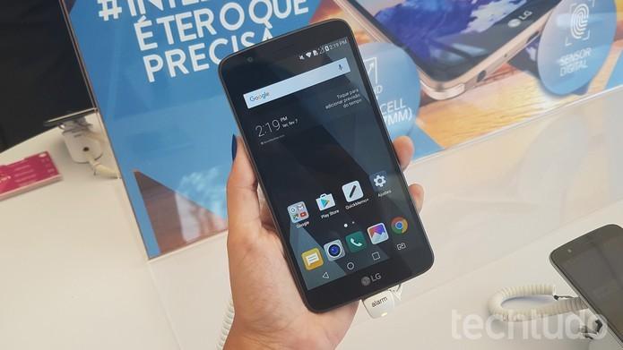 K10 Pro tem tela maior, mas a resolução é HD, também encontrada nas versões K10 e K10 Power (Foto: Ana Marques/TechTudo)