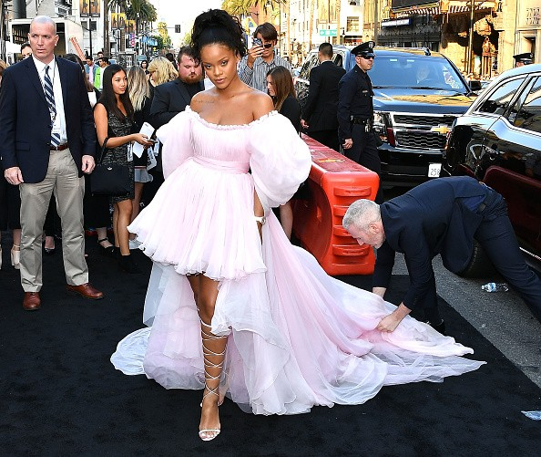 Rihanna concentra os flashes na première de Valerian e a Cidade dos Mil Planetas (Foto: Getty Images)