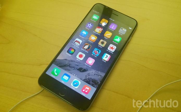iPhone 6 Plus tem tela gigante de 5,5 polegadas e configurações poderosas (Foto: Elson de Souza/TechTudo)