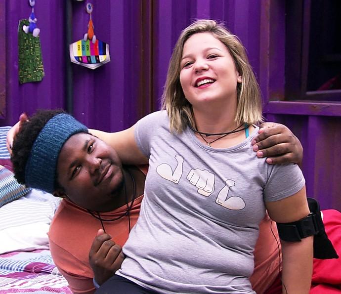 Ronan de chamego com Maria Claudia Dia na casa 21_1 (Foto: TV Globo)