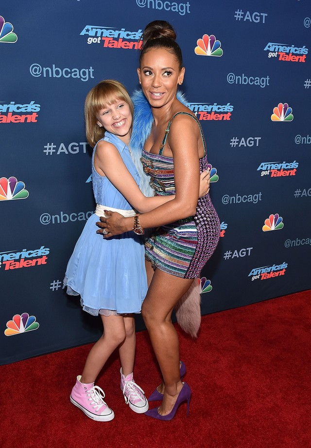 "Mel B posa com participante do programa ""America's Got Talent"" (Foto: Getty Images)"
