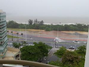Novo viaduto de Jardim Camburi com pontos de alagamento (Foto: Americo Macedo / VC no G1 ES)