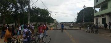 Reintegração de posse motiva protesto na Serra (Fabio Linhares/ TV Gazeta)