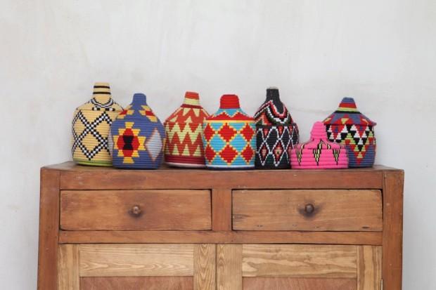 Potes coloridos vindos do povo berbere do Deserto do Saara (Foto: Lufe Gomes / Editora Globo)