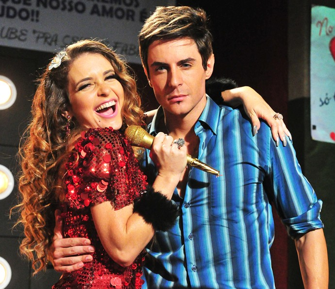 Chayene (Cláudia Abreu) com o Fabian (Ricardo Tozzi) na novela (Foto: Gshow)