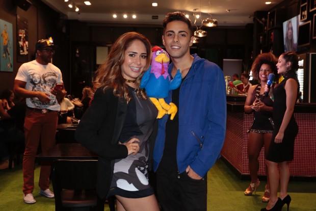 Jakeline Leal foi com o amigo, o modelo Gabriel Leão (Foto: Rafael Cusato/EGO)