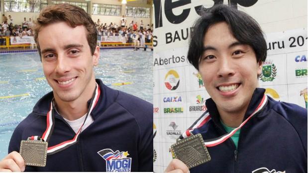Lucas Macedo, bronze nos 200m livres, e Renato Okamoto, bronze nos 100m borboleta (Foto: Cleomar Macedo / Smel Mogi)