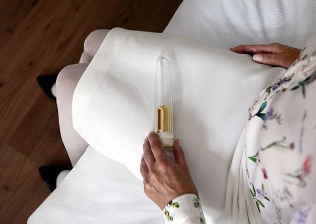 Empresa de design criou vibrador especial em que é possível guardar as cinzas do falecido (Foto: Reprodução/Designboom)