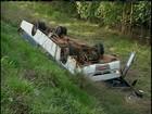 Ônibus rural cai em ribanceira e deixa trabalhadores feridos na SP-287