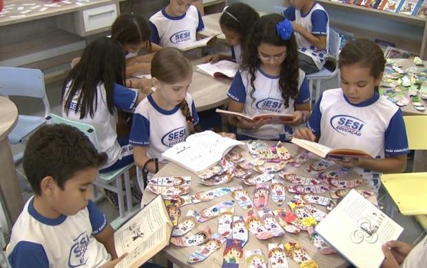 Estudantes de uma escola em Boa Vista tiveram o dia dedicado à leitura (Foto: Bom Dia Amazônia)