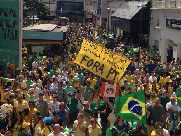 Manifestantes contra o governo se reúnem no Largo do Rosário, em Campinas (Foto: Felipe Boldrini/EPTV)
