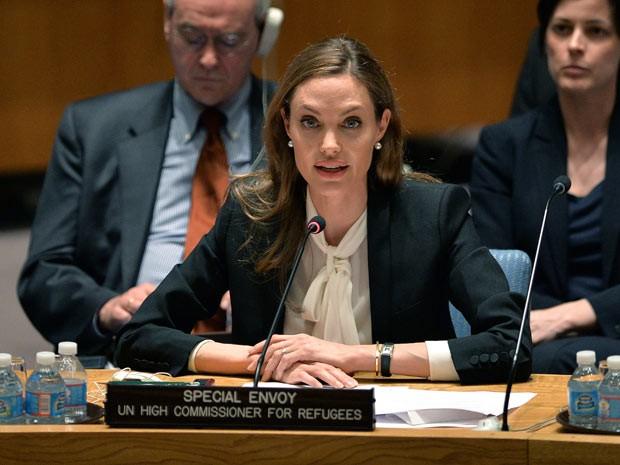 Angelina Jolie fala diante do Conselho de Segurança da ONU nesta segunda-feira (24) (Foto: AP)