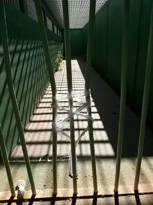 Presos serram cadeados e fogem de delegacia em município de MS (Foto: Divulgação)