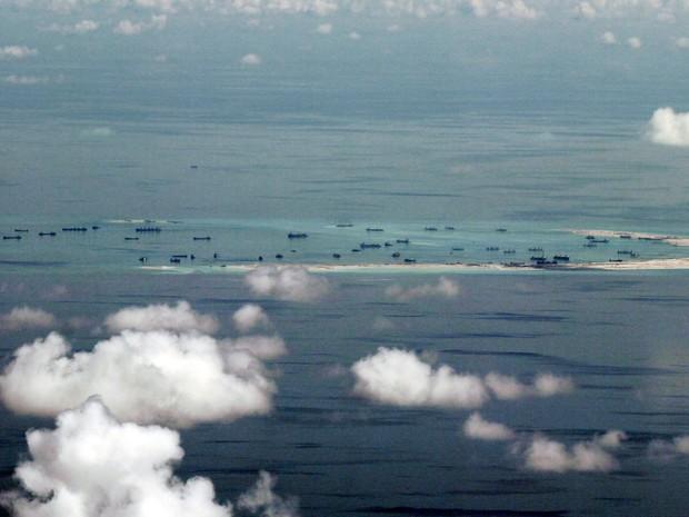 Foto de 11 de maio de 2015 mostra região no mar do sul da China  (Foto: Ritchie B. Tongo/AP)