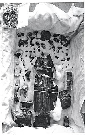 SANTA PARTIDA A estátua de  Nossa Senhora hoje – e da forma como chegou para restauração, em 1978. Foi quase um milagre (Foto: divulgação )