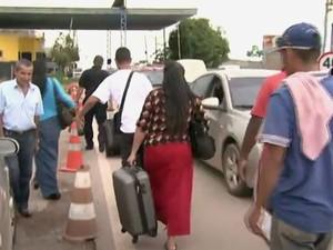 Venezuelanos lotam mercados em Pacaraima, ao Norte, em busca de alimentos (Foto: Reprodução/Jornal de Roraima)