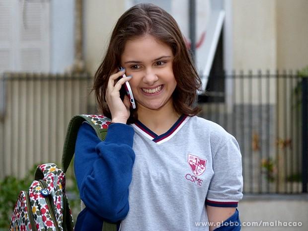 Clara acredita nas palavras do amigo virtual e pede para conhecê-lo (Foto: Malhação / TV Globo)