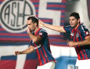 Gentiletti comemora gol do San Lorenzo contra o Cruzeiro (Foto: Agência AP )