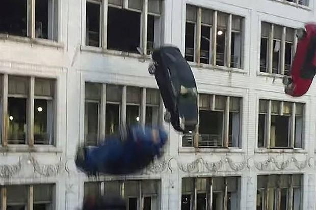 Velozes e Furiosos 8 vai continuar destruindo carrões (Foto: Reprodução / Youtube)