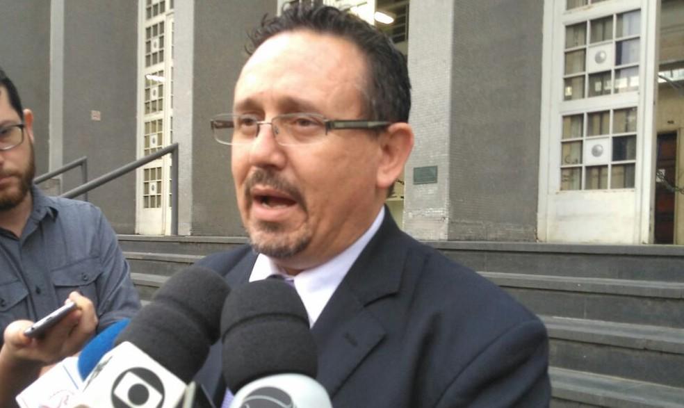 Advogado disse que jovem relatou em depoimento que pai tinha chicote (Foto: José Claudio Pimentel/G1)