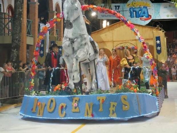Inocentes levou a terceira colocação no carnaval de Itá (Foto: PG Comunicação/Divulgação)