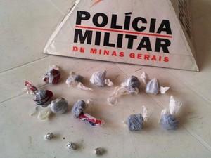 Drogas escondidas em carro foram apreendidas (Foto: PM/Divulgação)