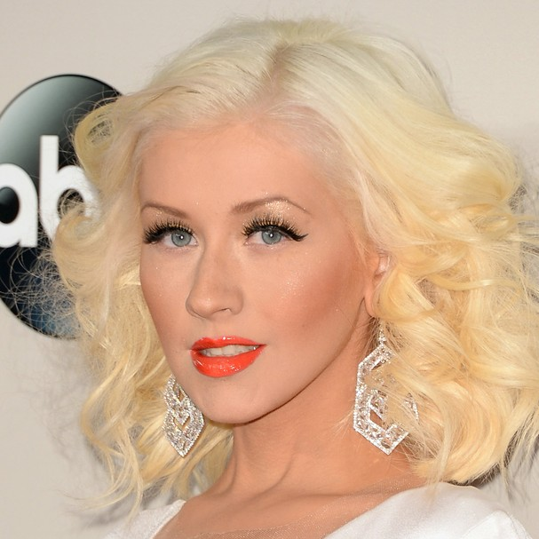Loira dos olhos claros, Christina Aguilera já foi criticada por não ser 'latina o suficiente'. A cantora, que é metade irlandesa e metade equatoriana, já fez um álbum em espanhol e ganhou um Grammy latino (Foto: Getty Images)