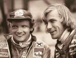 Niki Lauda e James Hunt foram amigos e rivais na Fórmula 1 (Foto: Agência Getty Images)