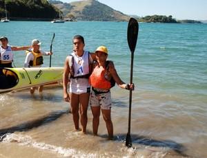 Carmen Silva e o filho aopós vencer um campeonato brasileiro de canoagem  (Foto: Arquivo Pessoal)
