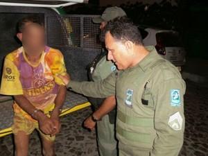 Ao saber que era investigado homem chegou a fugir, mas foi preso (Foto: Junior Catita/Blog do Catita)