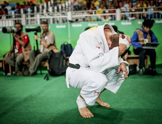 O judoca canadense Valois perde a chance de ganhar prata ou ouro com a derrota o russo Khasan Khalmurzaev (Foto:  Ricardo Nogueira/ÉPOCA)