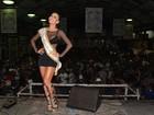 Com vestido curto e decotão, Sabrina Sato cai no samba em São Paulo