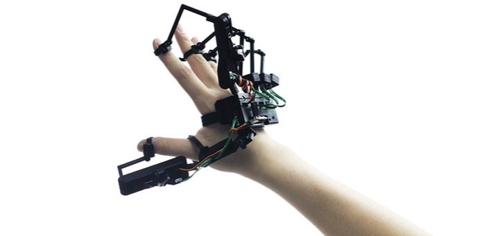 Dexmo é um exoesqueleto que permite controlar objetos virtuais e robôs à distância (Foto: Divulgação) (Foto: Dexmo é um exoesqueleto que permite controlar objetos virtuais e robôs à distância (Foto: Divulgação))