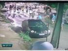 Câmeras flagram grupo jogando ovos em fachada de delegacia em Fortaleza