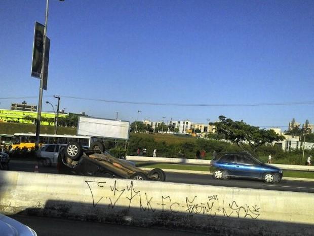 Acidente aconteceu no início da manhã desta segunda-feira (2) na zona Sul de Natal, RN (Foto: Rafael Barbosa)