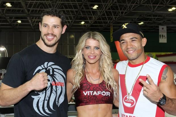 José Loreto, Karina Bacchi e José Aldo no Arnold Classic (Foto: Isac Luz/EGO)