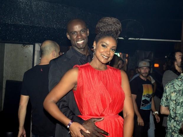 Cris Vianna e namorado, Luiz Roque, em festa na Zona Sul do Rio (Foto: Roberto Teixeira/ EGO)