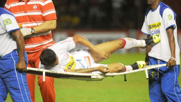 Kieza está fora do jogo contra o Figueirense (Foto: Aldo Carneiro/Pernambuco Press)