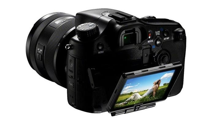 Com um design bonito e com várias funcionalidades, a Sony SLT-A77 é uma excelente DSLR (Foto: Divulgação/Sony)