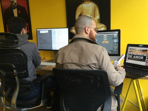 Dupla de programadores trabalha para ensinar sistema a identificar irregularidades em gastos de parlamentares (Foto: Pedro Vilanova/Arquivo Pessoal)