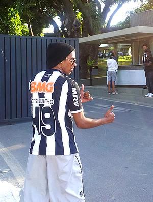 Robson sósia Ronaldinho Gaúcho Atlético-MG (Foto: Lucas Catta Prêta / Globoesporte.com)