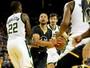 Stephen Curry brilha com 28 pontos, Warriors viram jogo e batem Bucks