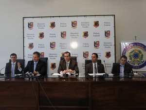 Representantes da operação explicaram o caso em coletiva  (Foto: Daniel Peixoto/G1)