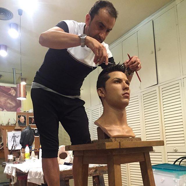 82db3ceaa9769 Com corte de cabelo exclusivo, museu de Madri produz terceira ...