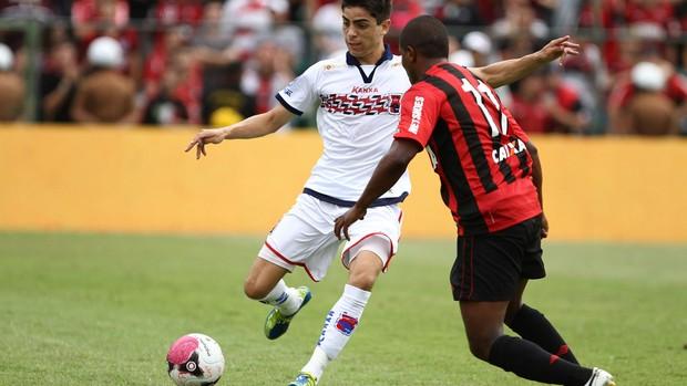 Luisinho Paraná x Atlético-PR (Foto: Geraldo Bubniak / Ag. Estado)